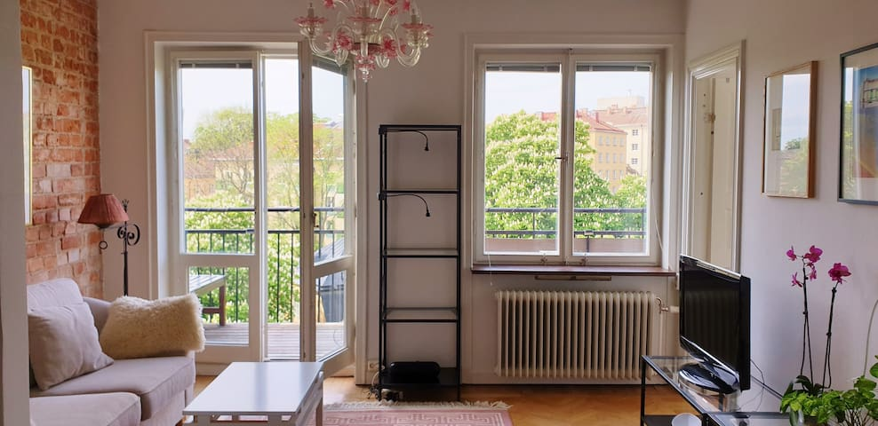 Lovely top floor flat with balcony close to SoFo