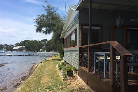 Waterfront self contained cottage - Coal Point