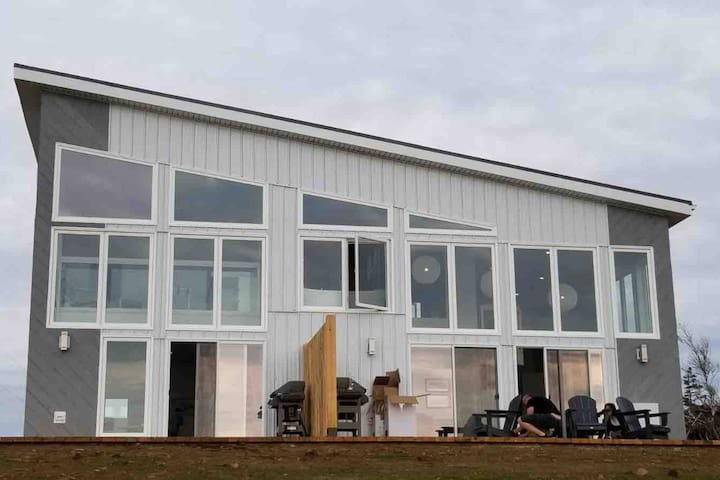 Beautiful 2 Bedroom Retreat on the Bay of Fundy