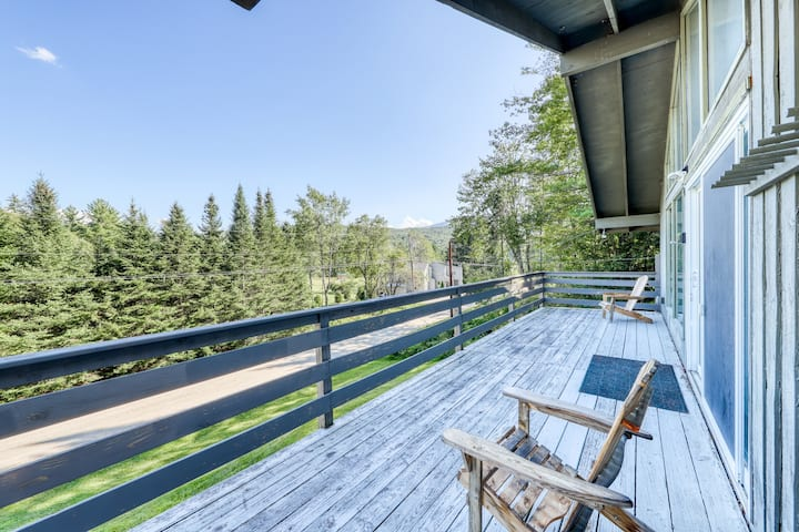 Comfortable top-floor duplex in the forest w/gas fireplace and deck! Dogs ok!