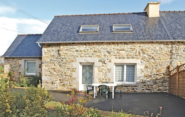 Semi-Detached with 2 bedrooms on 75m² in Saint Clet