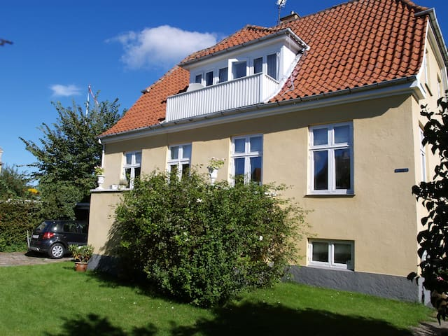 Room for rent in old Villa in Lyngby
