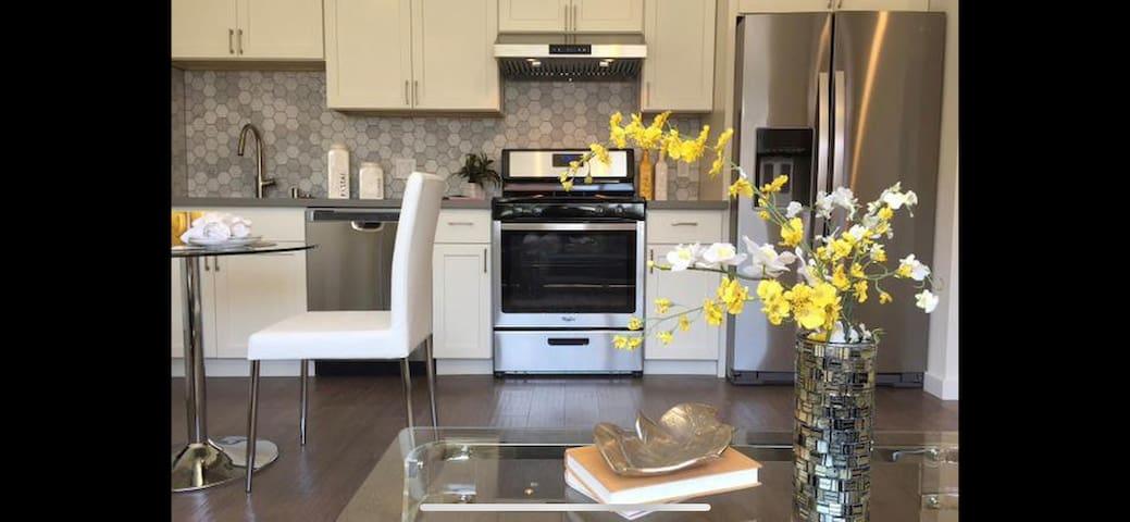 Amazing Bright&New airbnb 2bedroom. Near SFO!