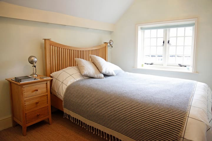 Double bed, pretty old style window, very quiet location