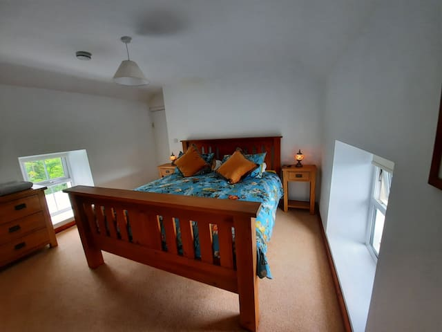 So Comfortable Master bedroom with Queen Bed