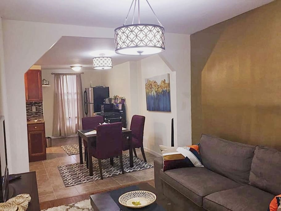 Spacious 2 bedroom railroad apartment apartments for - 2 bedroom apartments in brooklyn for 1000 ...