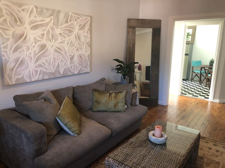 Large and light 1 bedroom apartment in Rose Bay