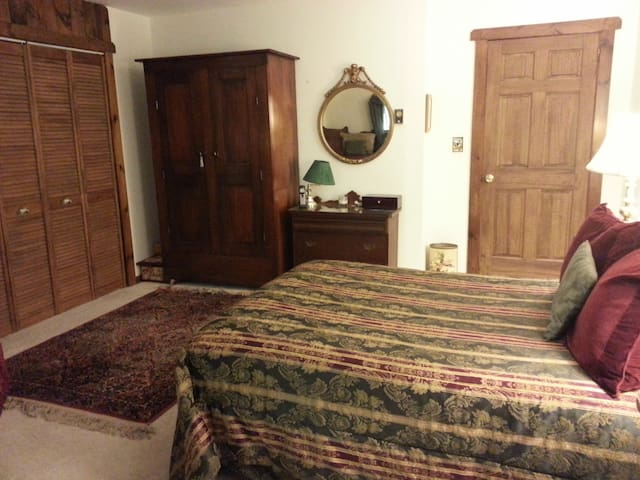 Room in large home- includes breakfast & hot tub