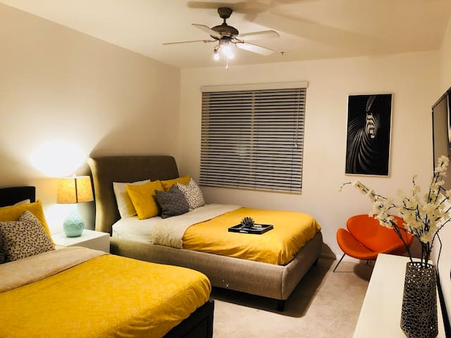 New Renovated 3BEDS /2BR in hollywood PRIME area!!