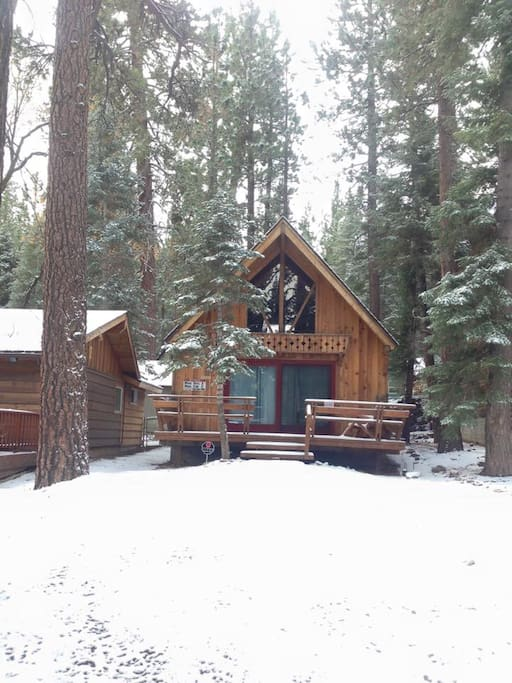 Snuggle bear cabin cabins for rent in big bear lake for Cabins big bear