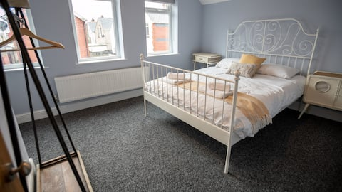 Coach House | 5min from City Centre with parking