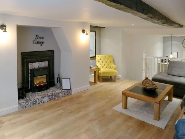 Stone Cottage (UK3221)