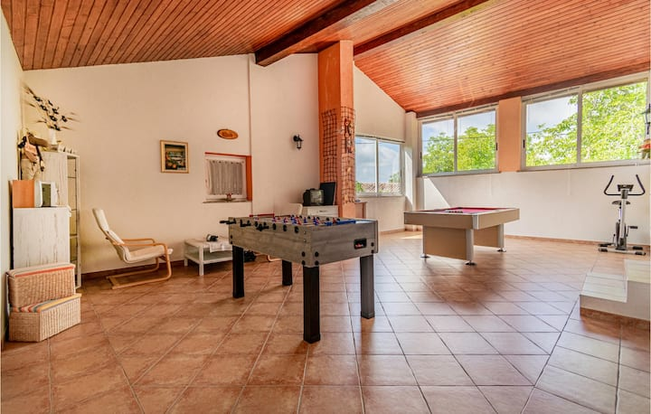 Nice home in Stanjel with Jacuzzi and 2 Bedrooms