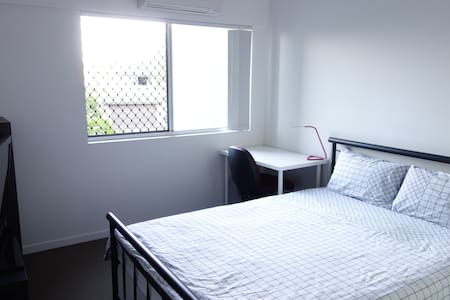 Stunning, whisper-quiet apt surrounded by bushland - Gaythorne