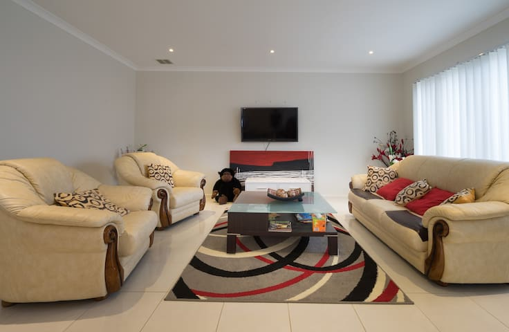 Clean room in a Clean house - Cranbourne North - Bed & Breakfast