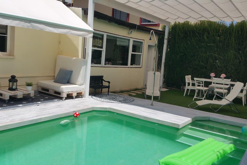Habitacion con piscina privada chal s en alquiler en for Piscinas aki catalogo