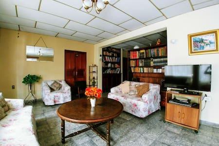 Casa céntrica en Cobán. Centric house in Cobàn AV.