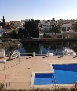 Apartamento con piscina - Empuriabrava