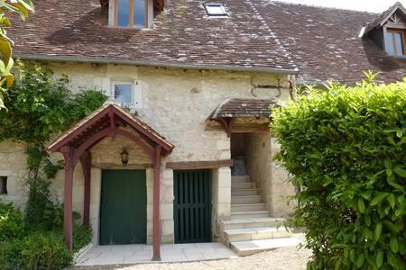 Les glycines - Saint-Hippolyte - House