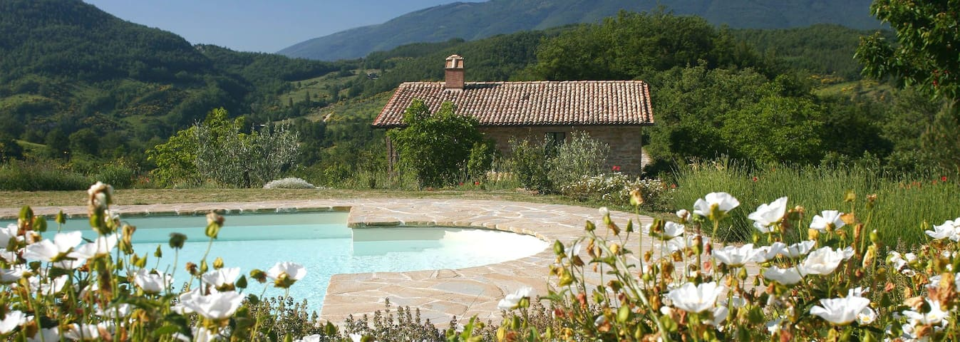 Garden facing apartment, sleeps 2, (Lorenzetti) - Assisi - Apartamento