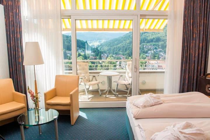 SCHWARZWALD PANORAMA, (Bad Herrenalb), Panorama Deluxe mit Talblick, 4-Sterne-Superior Ausstattung und WLAN