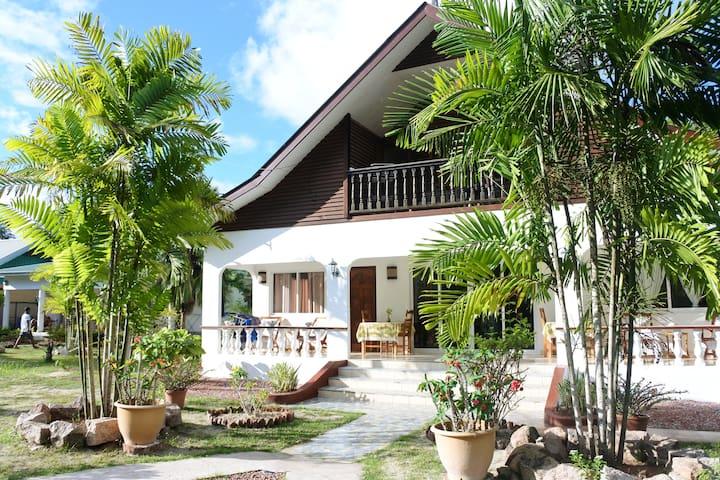 Chambre Corail Rouge, calme, proche Anse Reunion
