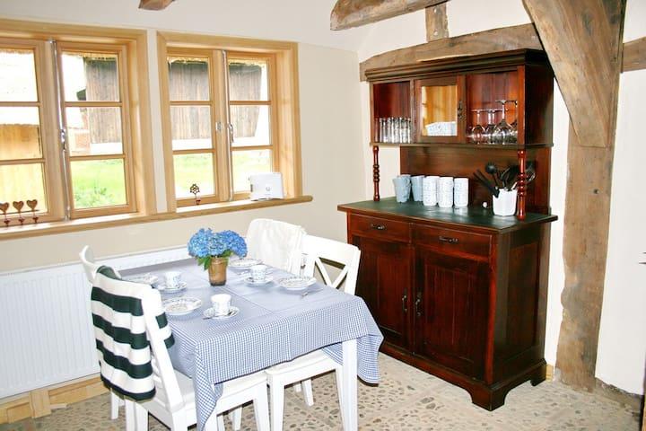 Fachwerk und Reetdach: Dat litsche Hus - Sandbostel - Bed & Breakfast