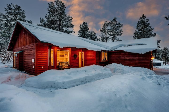 30 Mins to Ski! Sledding, Wildlife, Snowshoe Trails Outside The Door, Ice Fishing, BBQ Grill