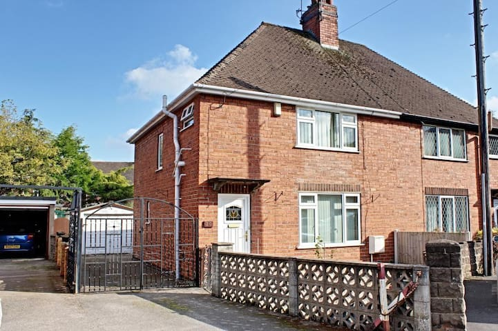 2 Modern Double bedrooms in Rocester