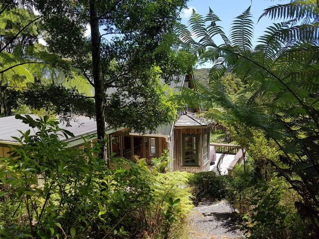 The Whaler's Cottage Great Barrier Island