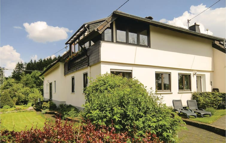 Holiday apartment with 2 bedrooms on 81 m² in Duppach