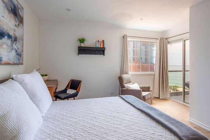 Bedroom 6- Queen Bed, Ocean view, Balcony with swing, Work/ Study Desk, Ensuite full bathroom