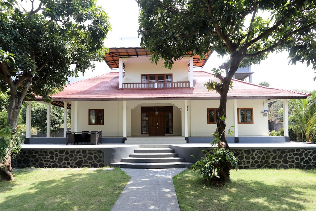 Front view of the villa and verandas