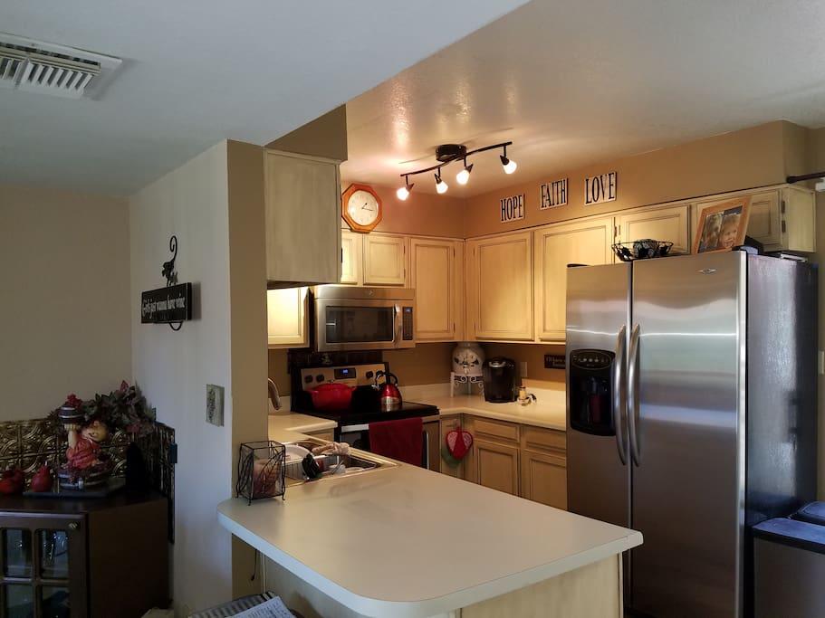 Kitchen w/sit-up bar