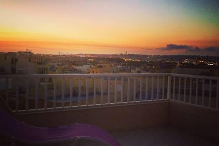 The Penthouse Embrace - Ħal Qormi