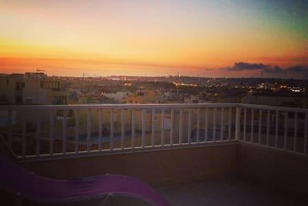The Penthouse Embrace - Ħal Qormi - 公寓