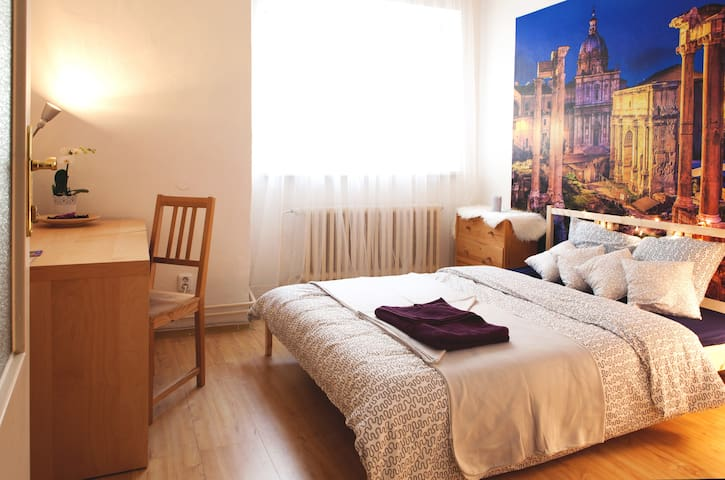 Cozy room in italian style on the main square - Brno - Apartamento