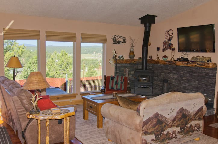New!  Beautifully updated cabin, views, hot tub