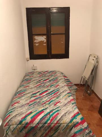 Habitación en buena zona Valencia