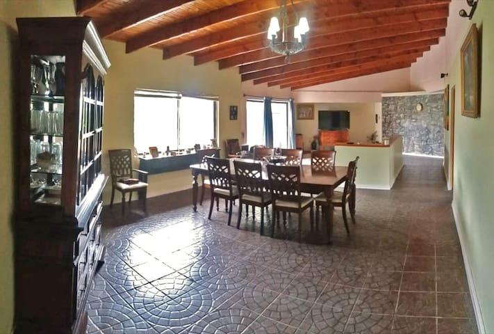 Casa junto a Viña Undurraga 1