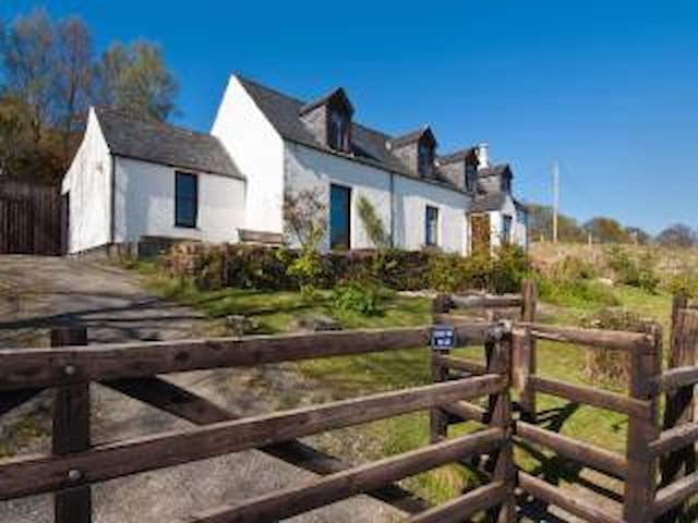 Park Cottage, overlooking the loch - Lochcarron - Casa