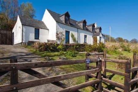 Park Cottage, overlooking the loch - Lochcarron - Dům