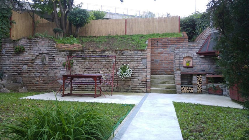 Lovely garden house - Beograd - Casa