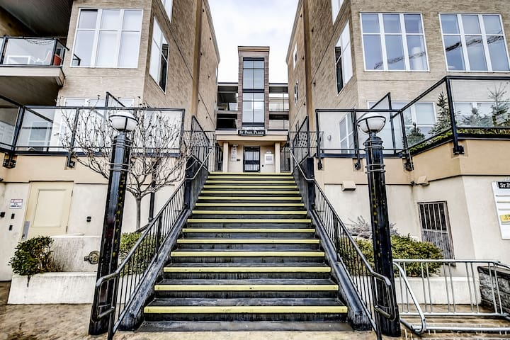 Full 2br/2ba downtown condo. Parking included! - Kelowna - Apartemen