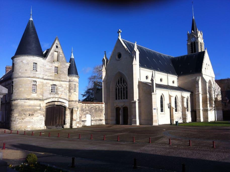 Eglise et ferme fortifiée