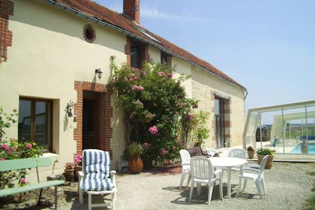 Beautiful farmhouse with covered outside pool - Saint-Loup-des-Vignes - Σπίτι