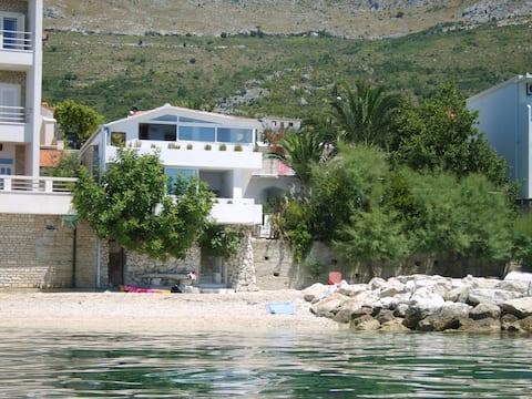 Квартири Бібі - № 1 - безпосередньо на пляжі!