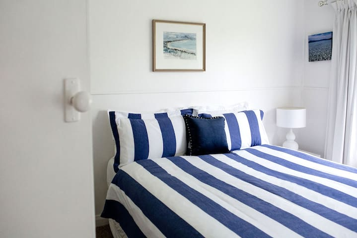 Queen-sized bedroom with designer, cotton linen and electric blankets.
