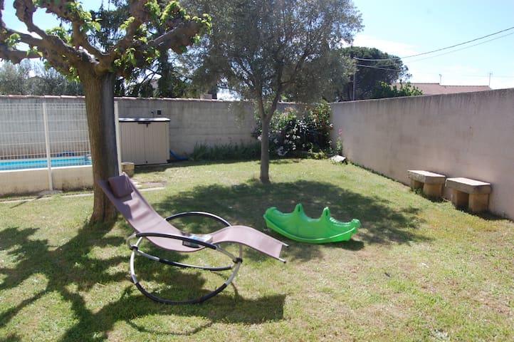 Chambre dans villa avec jardin près de Nîmes