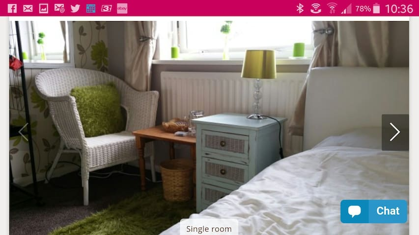 Single room nicely decorated . Sleeps 1. - Jarrow - Hus